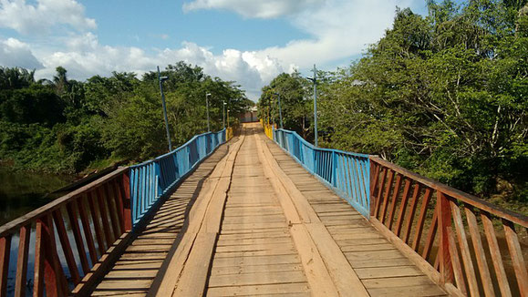 Cristal river bridge, province of Macarena (Source Wikicommons)