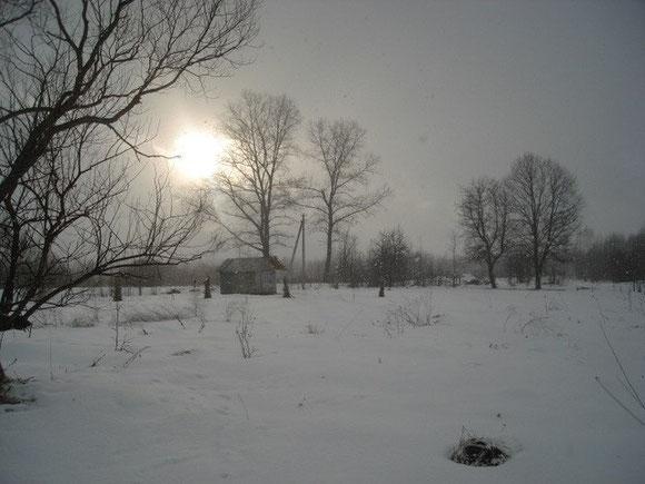 街上霜重,但是我們的小屋很溫暖。