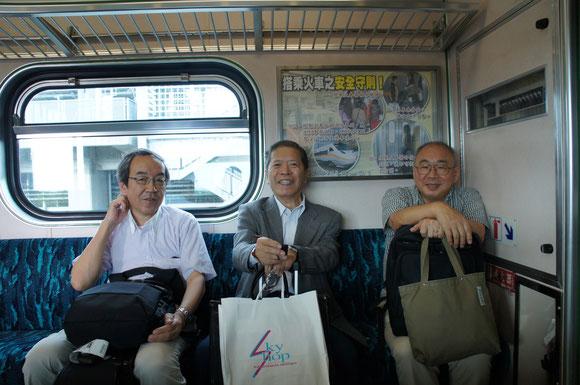台湾鉄道車中にて 右が小松幸平先生