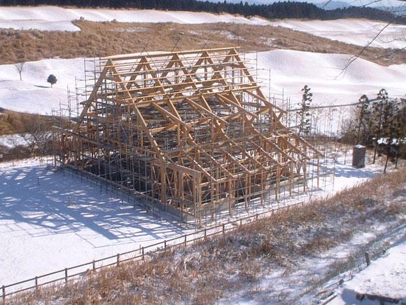 建て方現場の写真(周りは雪!)