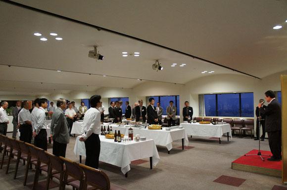 終了後には懇親会も行われました。福岡大学文系センター棟スカイラウンジにて