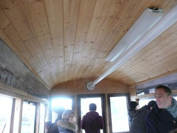 大観覧車のゴンドラは木製