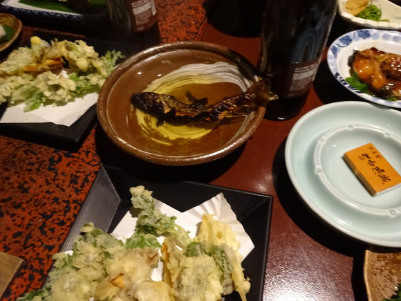 岩魚の骨酒、山菜の天ぷら