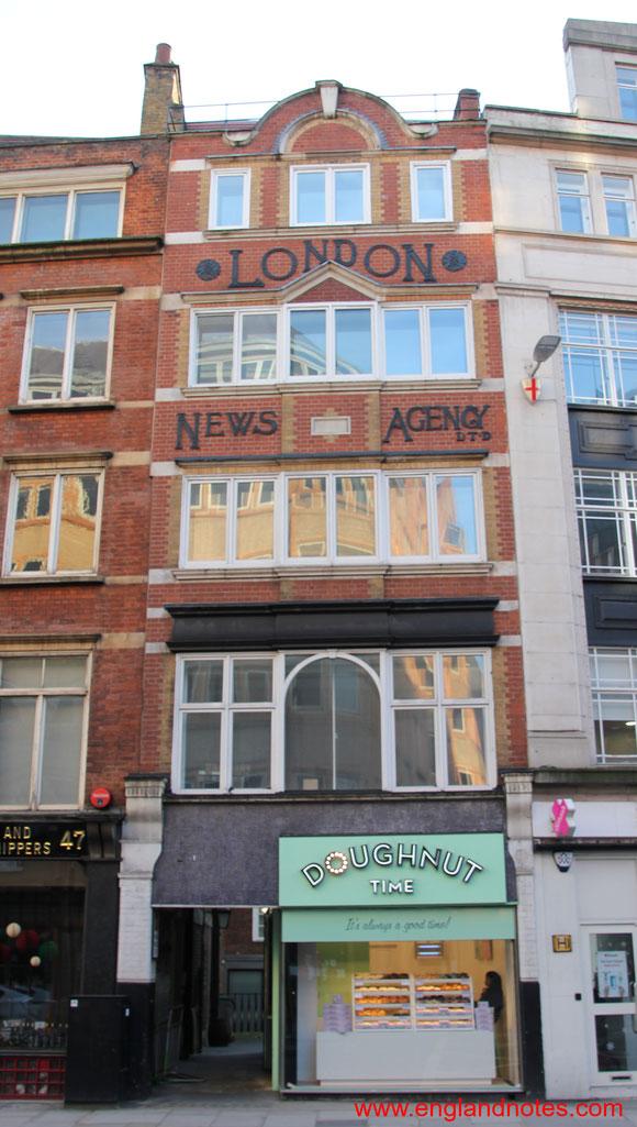 Die Fleet Street in London und die britischen Tageszeitungen. Die Geschichte der Fleet Street in London, Gebäude der London News Agency.