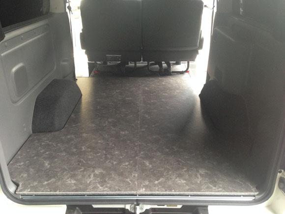 NV350キャラバンのフロアパネル。床貼り加工が簡単にできるキャラバン用の床貼りキットです。