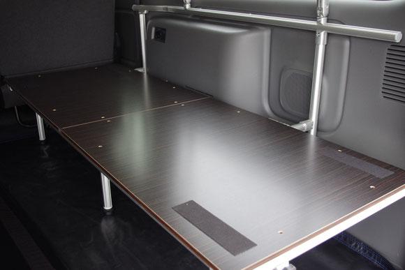 NV350キャラバン用フレーム式ベッドキットの決定版!車中泊にはぴったりの内装トランポアイテムです。
