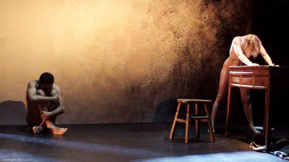 """Véronique PICCIOTTO  dans """"à nu""""adaptation et mise en scène Marc SAEZ / photo Marc SAEZ"""
