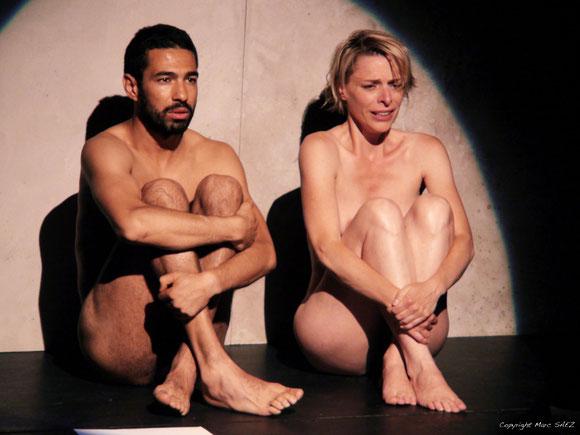 """Véronique PICCIOTTO et Helmi DRIDI dans """"à nu""""adaptation et mise en scène Marc SAEZ / photo Marc SAEZ"""