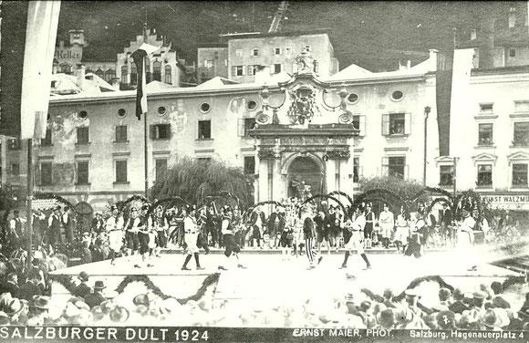 Bindertanz in Salzburg am Kapitelplatz 1924 bei der Salzburger Dult