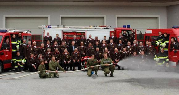 Mannschaftsfoto der Freiwilligen Feuerwehr Hainersdorf