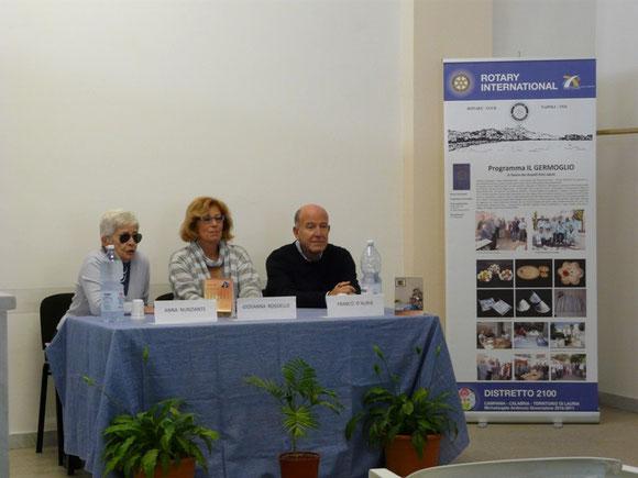 """Presentazione del calendario """"Il germoglio 2013"""" con Giovanna Rossiello della RAI"""