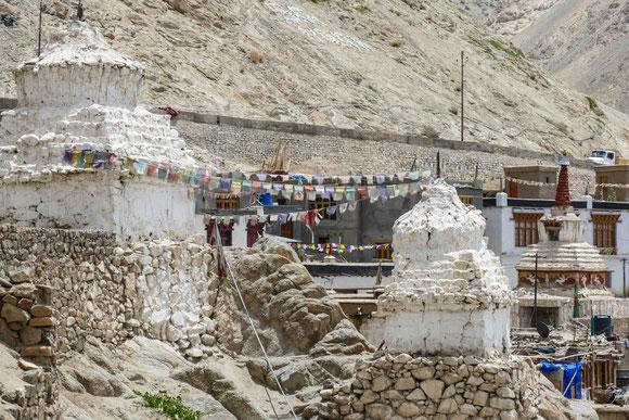 Stupas in der Altstadt von Leh