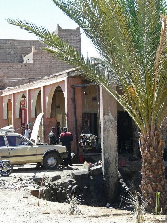 klassisch marrokanische Autowerkstatt