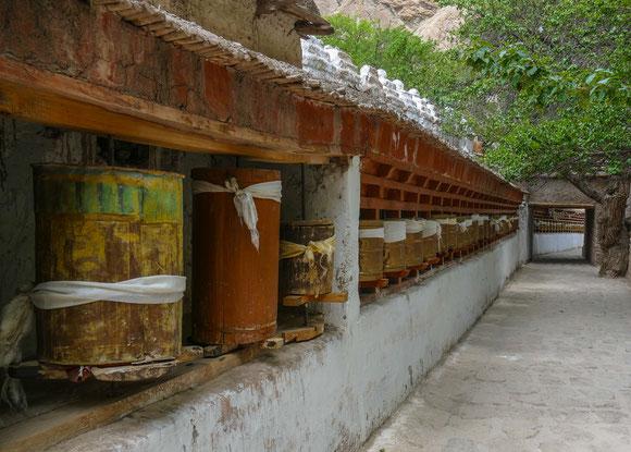 Gebetsmühlen im Kloster