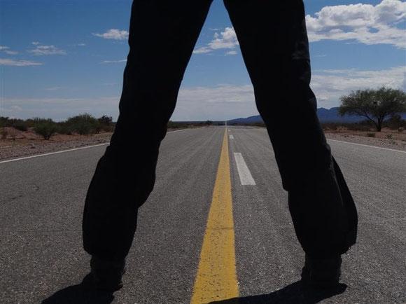 kurz vor Chilecito: lange, heute autoleere Straßen, wo gestern noch high life war