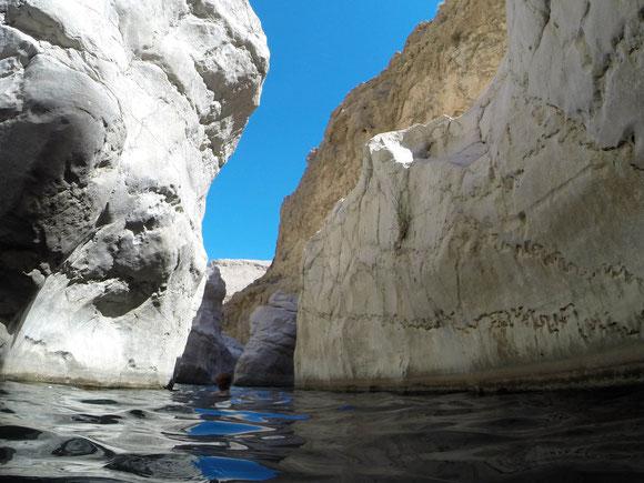 in so einer Umgebung schwimmen macht mir viel mehr Spass als im Meer, auch als später oberhalb viele Menschen vorbeigingen.