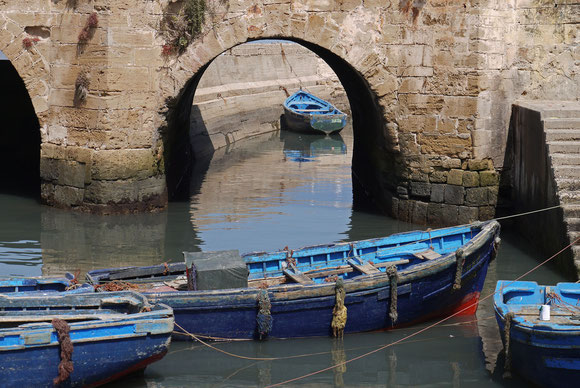 Einfahrt in den alten Hafen hinter den Stadtmauern