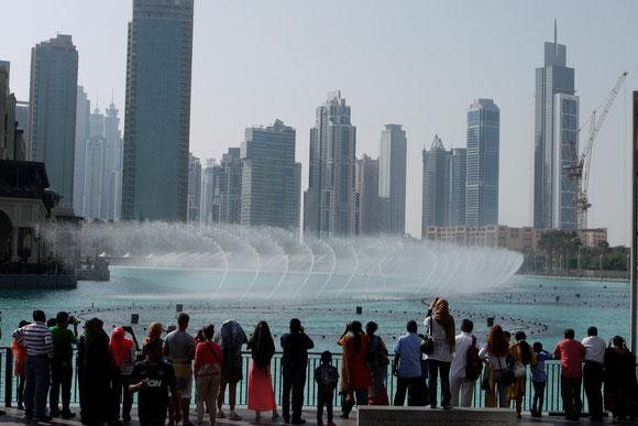 die imposanten Wasserspiele auf dem See am Burj al Khalifa