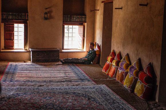 mit dicken Teppichen und Kissen werden solche steinernen Räume schnell wohnlich, da haben es unsere Vorfahren in ihren Burgen weitaus ungemütlicher gehabt.