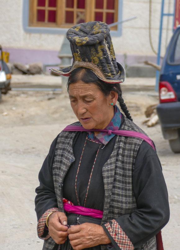 Diese Hutmode gehört hier zur Tradition und wird in vielen Varianten getragen.