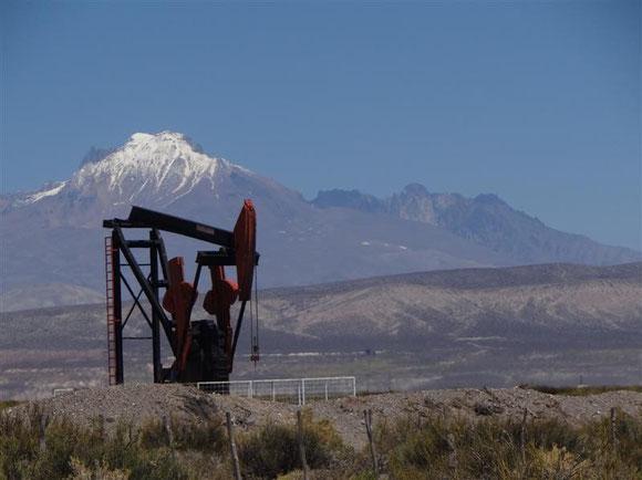 es sieht nicht nur so aus, sondern man roch es auch als Beweis: hier wird Erdöl gepumpt, und nicht nur mit dieser einen !!