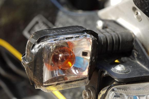 Kleine Reparatur - Verpackung von Mignonzellen statt Blinkerglas.