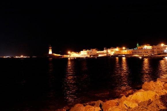 der ältere Stadtteil auf der anderen Seite des Flusses: er erinnerte uns nachts total an das Flair von St. Tropez. Aber bis jetzt gibt es nicht einmal ein einziges Restaurant dort, und die Fischerboote können es nicht mit den Jachten aufnehmen...