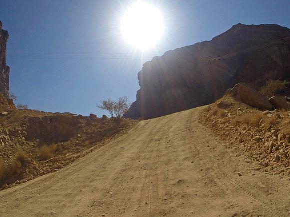 da war die GoPro meiner Aufnahmeperspektive einfach überlegen ...Jan kämpfte mittlerweile häufig mit der Sonne im Visier, insbesondere, da dies dauernd runterklappte und es ihm dadurch zu heiß wurde.Ansonsten waren die Temperaturen angenehm durch die Höhe