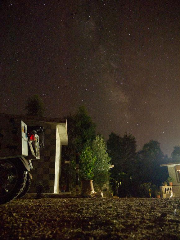 Auf dem Campingplatz: Stille, Dunkelheit, die Milchstraße und die ein oder andere Sternschnuppe!