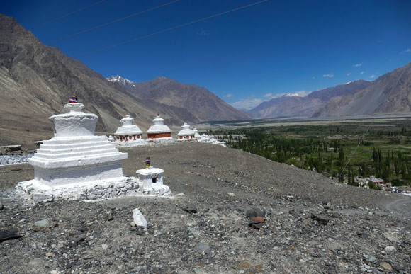 Im Nubra Valley. Bis vor wenigen Jahren noch gar nicht für Touristen zugänglich, da ein Ende an die Grenze zu Pakistan reicht und ein nördlicher Ausläufer bis an die Grenze zu China.