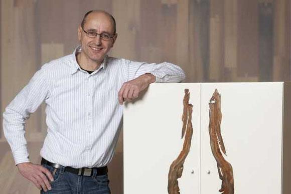 Außergewöhnliche Designmöbel von Michael Beaupoil handgefertigt, Philosophie Kauri Naturholztische, Einzigartigkeit der kunstvollen Natur in den Designertischen, Möbelunikate und Möbelkunstwerke