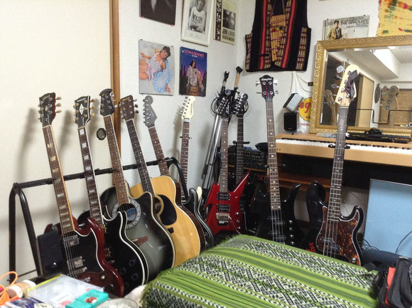 Too Many Guiters