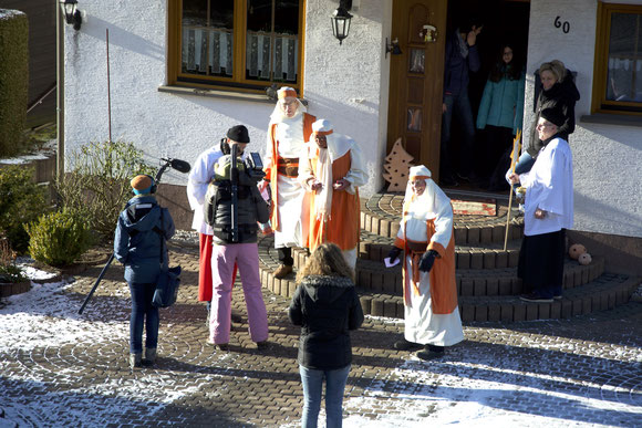 Das WDR Team unterwegs mit den Sternsingern in Lobscheid.