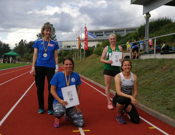 V. l. n. r.: Renate Ansel - Anne Reuchenbach (knieend) - Natascha Wolf - Bettina Schardt (knieend)