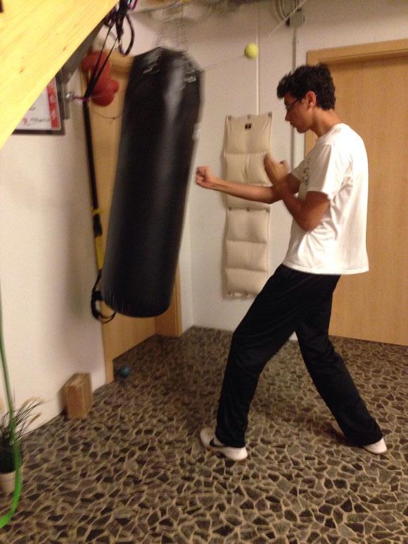 Manuel im Trainingsraum St. Antoni