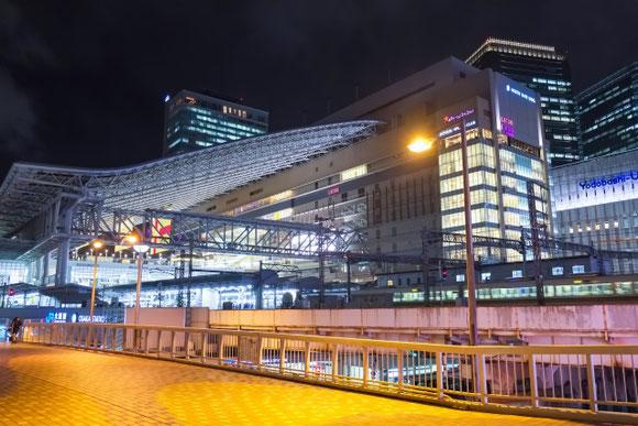 大阪駅 夜景  (源五郎さん)