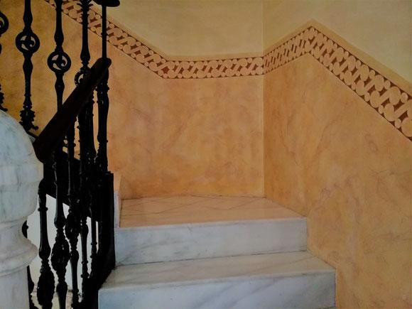 Restauració Patrimoni Arquitectonic al l´Eixample Barcelona. Presupuesto pintar escalera comunidad. Estuco de cal al fuego