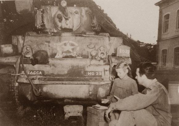 Anzio Gennaio 1944, nei giorni successivi allo sbarco la popolazione solidarizza con le truppe alleate appena sbarcate.