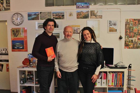 Eduardo Rovner (Argentinien), Dramaturg und Leiter des Workshops (mitte), Iani Haniotis (links, Living Sprachen) & Carmen Aparici (rechts, Esquina al Sur)
