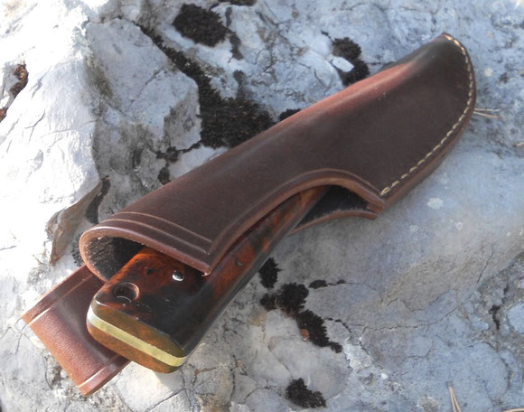 Poignard - Loupe de bois de fer d'Arizona dans son étui en cuir