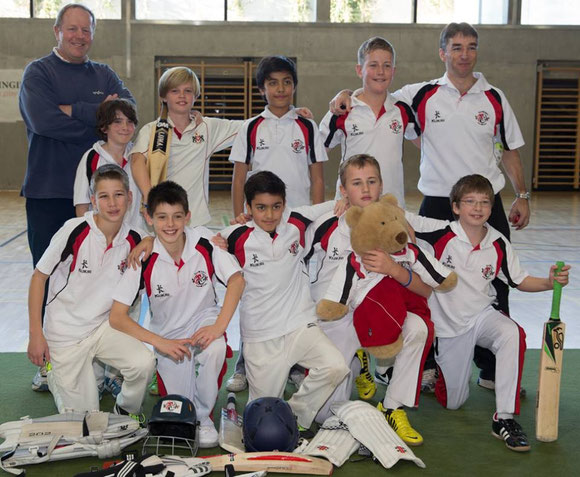The winning Basel Dragons U13 squad at the Gingins U13 indoor tournament at La Cataigneraie (23 & 24.11.2013)