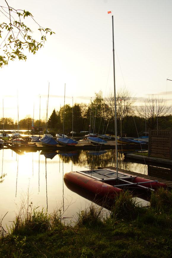 Der kleine Hafen Hütten See Park