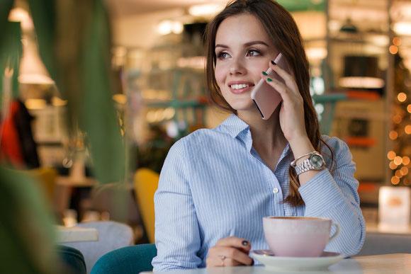 Telefonieren, Frau mit Handy