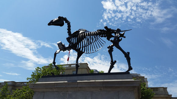 Gift Horse, Hans Haacke, Trafalgar Square