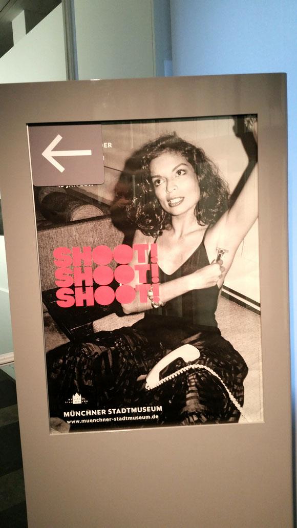 Die Ausstellung Shoot!Shoot!Shoot! im Münchener Stadtmuseum