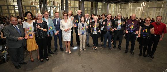 Alle Gruppen mit ihren Siegeln, Foto F. Kaufmann