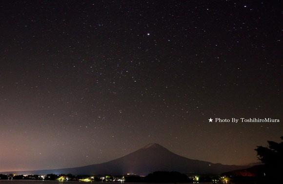 富士山と星景写真、河口湖湖畔より。Photo By 三浦俊裕