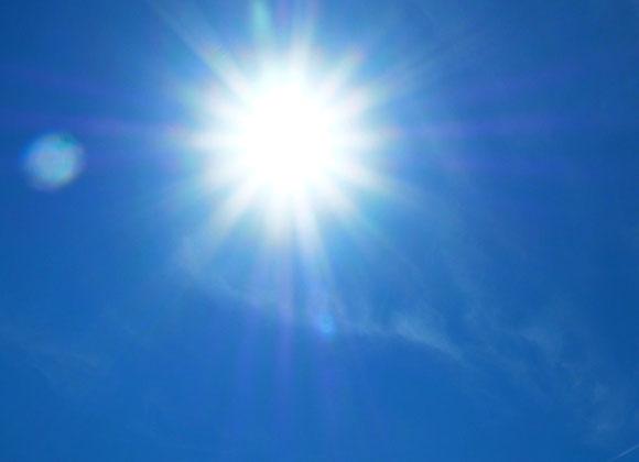 Sommer Sonne brennt von oben