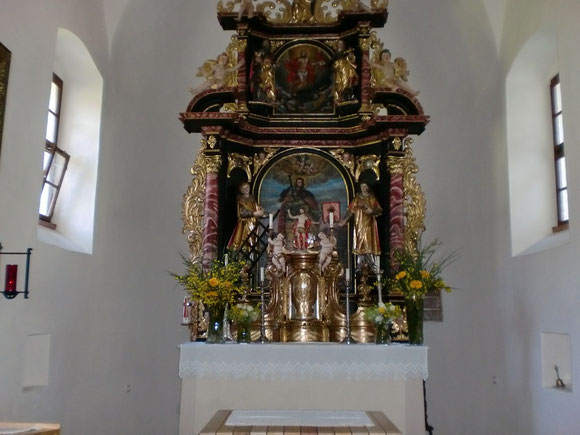 Ein Besuch in der schön geschmückten Pfarrkirche bevor wir dann endlich unser Nachtquatier aufsuchen werden