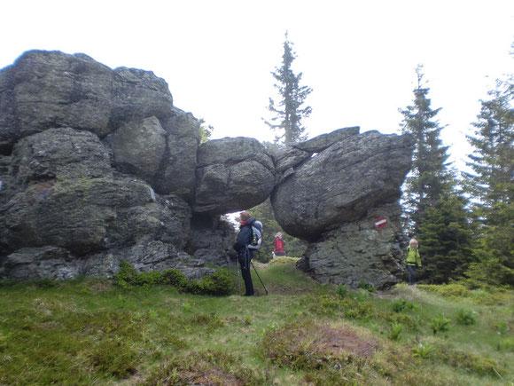 beim luckerten Felsen